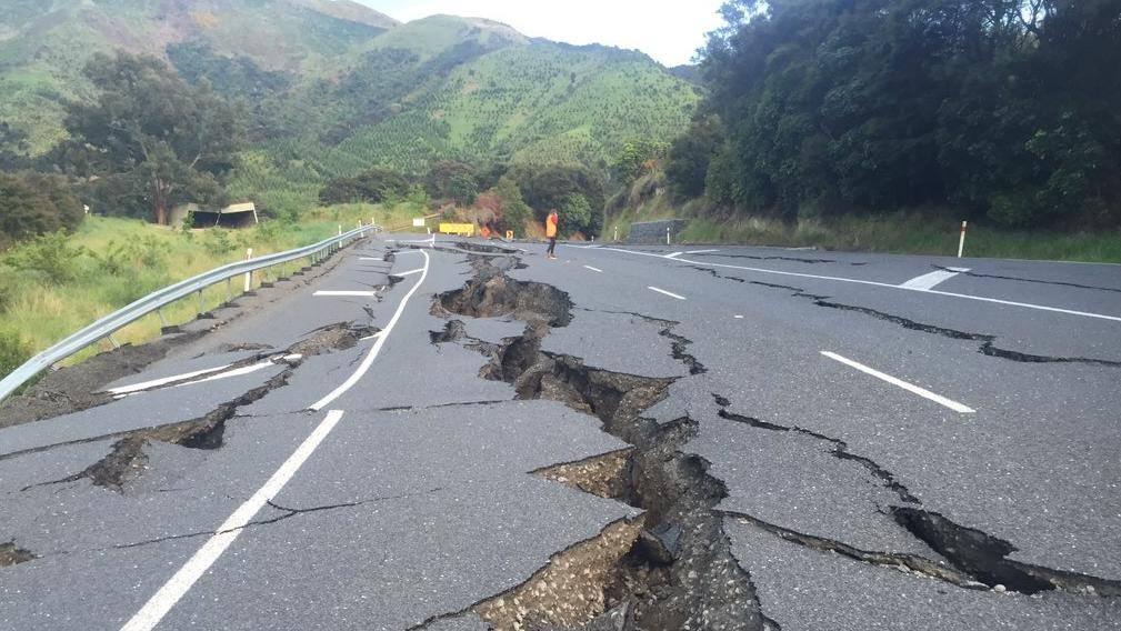 新西兰地震废墟中 未曾中断的业余电台