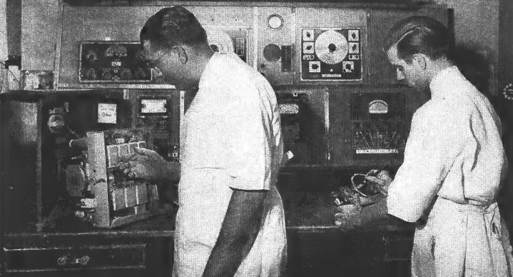 封面:玩无线电是一种情怀?不,是为了赚钱,然后开一家收音机医院!