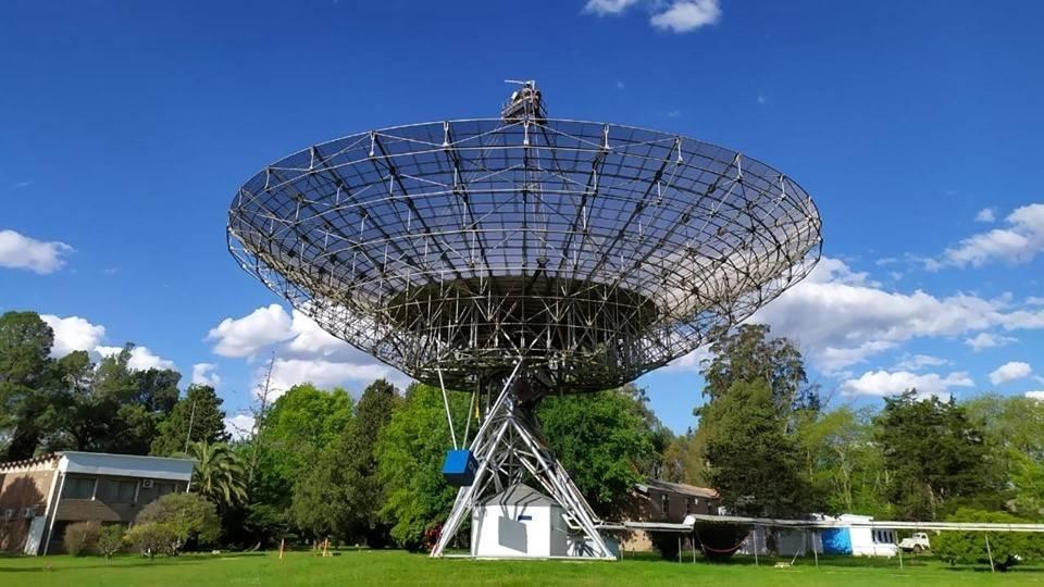 封面:眼观六路、耳听八方 | 阿根廷的EME大型射电望远镜