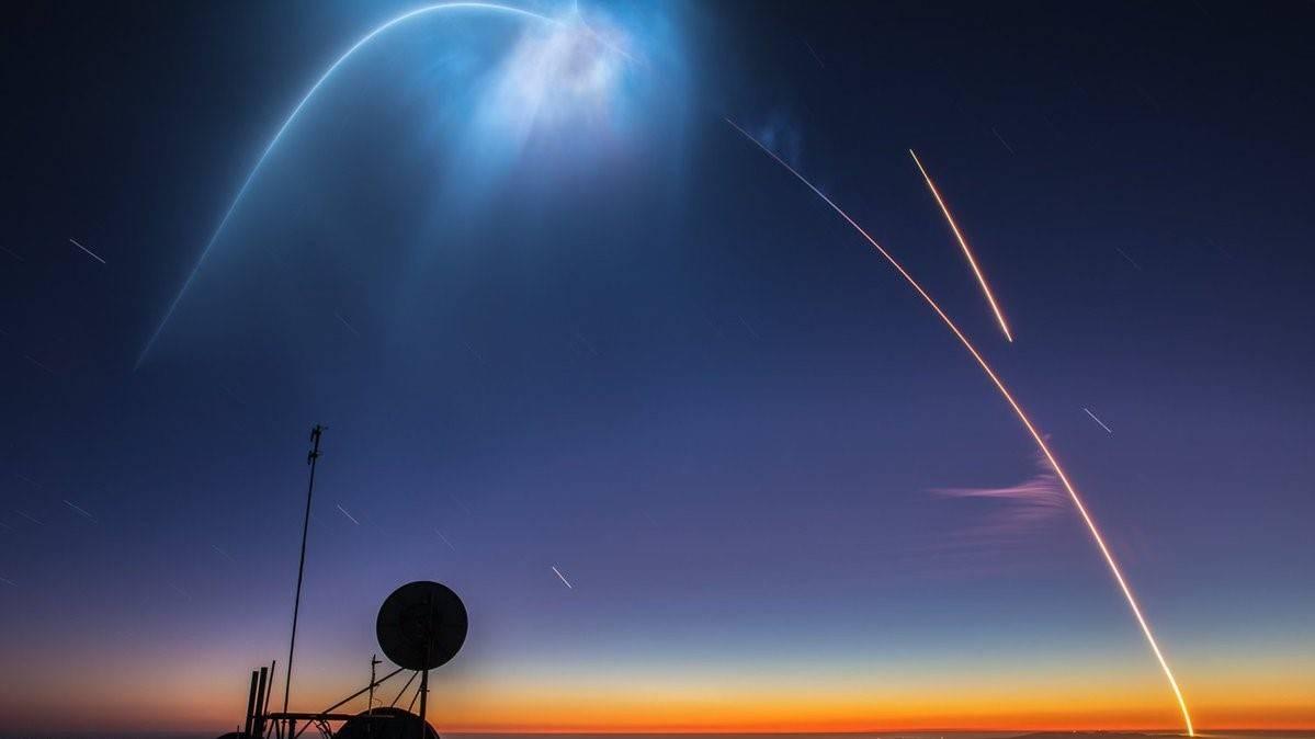 宇航:SpaceX火箭发射照亮了南加州的夜空