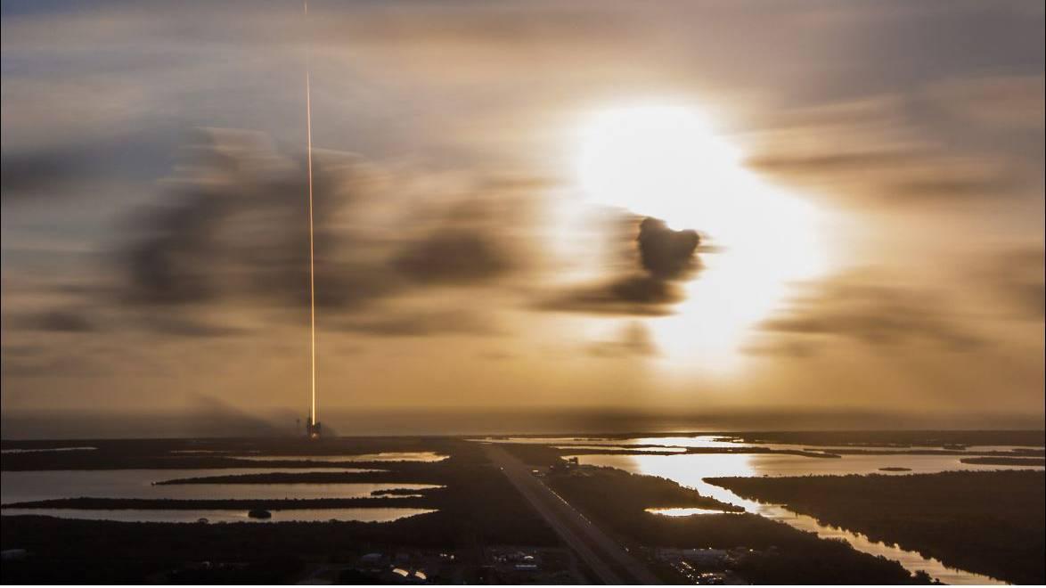 日出时分,Falcon 9发射了