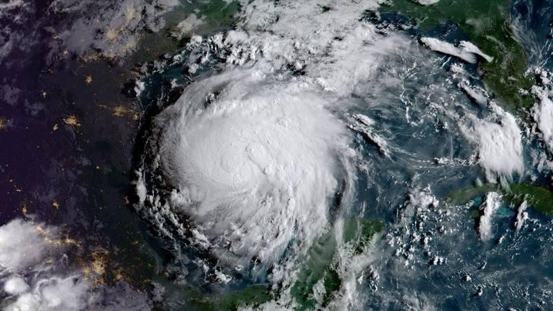 盯着飓风哈维的业余无线电爱好者