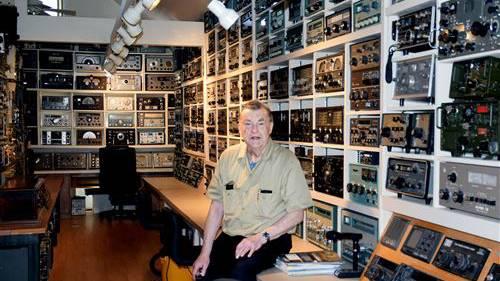George Ulm与他的无线电设备收藏