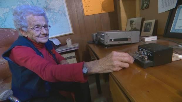 93岁女兵仍使用莫尔斯电码进行日常通信