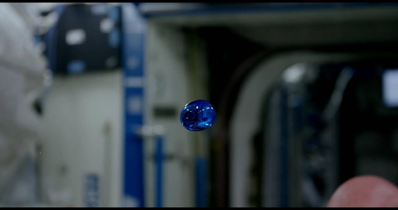微重力条件下的彩色液滴
